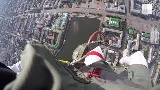 Екатеринбург: прыжок парашютистов на День ВДВ от первого лица