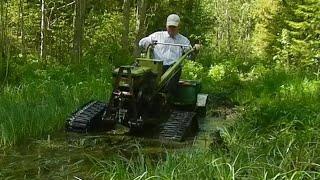 По болотистым лужам на мотоблоке на гусеницах