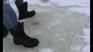 По последнему льду или экстремальная рыбалка. (видеоклип)